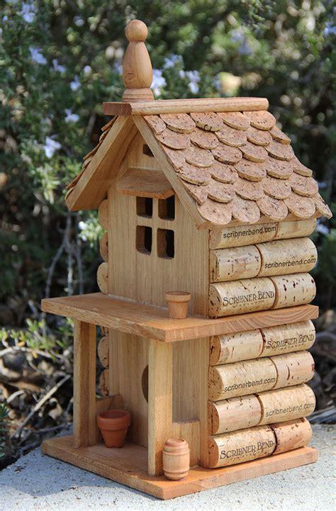 cabane a oiseaux en bois porche maison cabane d oiseaux de bois et de vin bouchons