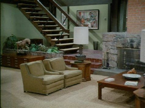 what does the of the interior do set did the brady bunch house living room a conversation