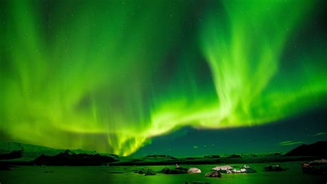 Starry Night Sky Wallpaper Picalls Com Aurora Borealis In Iceland By Paul Morris