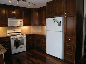 Kitchen cabinets with cherry stain the interior design for Stained kitchen cabinets