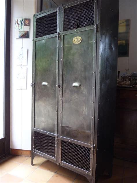 vestiaire metal rivete 2 portes grillage industriel atelier 1930 mettetal industry design