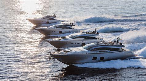 pershing  debutta  livello mondiale il nuovo yacht