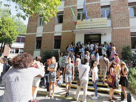 ufficio scolastico lecce caos all ufficio scolastico di brescia arrivano i