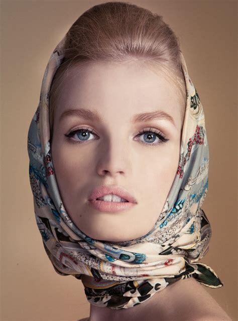 Résultat d'images pour les actrices dans les années 60 et les foulards