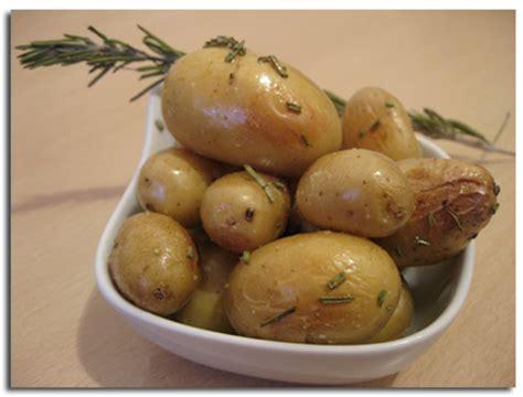 cuisiner des pommes de terre nouvelles pommes de terre nouvelles au romarin cuisson au four