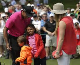 Tiger Woods hugs his two children with Lindsey Vonn at ...