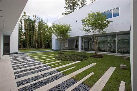 zen gardens build  sense  calm
