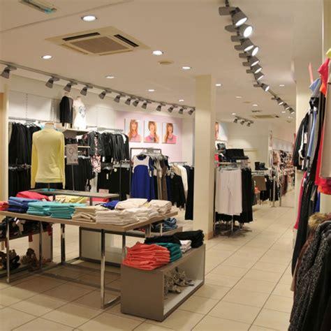 magasin pret a porter eclairage d un magasin de pr 234 t 224 porter femmes trato