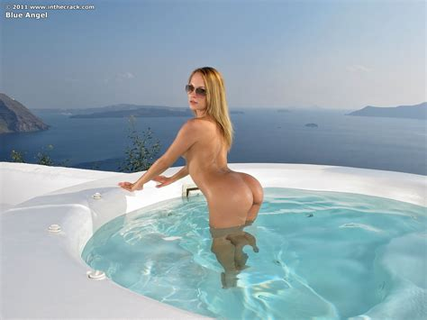 Flexible Blue Angel Fists Her Pussy In An Oceanside Pool By In The Crack Photos Erotic