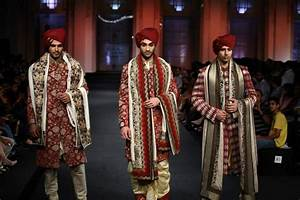 How to Select Wedding Sherwani for Indian Grooms