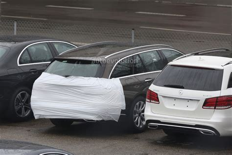 mercedes  class wagon  filmed virtually