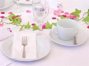 Tisch Richtig Eindecken : das kuchengabel mysterium warum hat die kleine gabel ~ Lizthompson.info Haus und Dekorationen