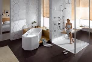 bad und design universal design bad verbindet generationen generationenbad mit badewanne incl haltegriffen