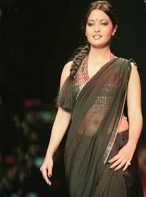 hot film actress gallery actress riya sen hot navel show