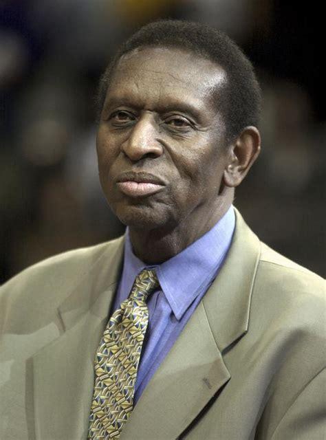 earl lloyd  black player  nba dies   canadacom
