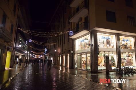 illuminazione pisa illuminazione natalizia nel centro di pisa foto g vacirca