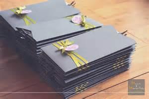 faire part mariage gris et faire part pochette thème tomorrowland mains et merveilles décoration