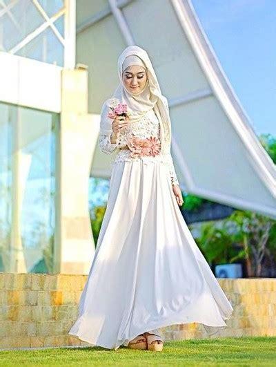 foto  inspirasi baju bridesmaid  kekinian