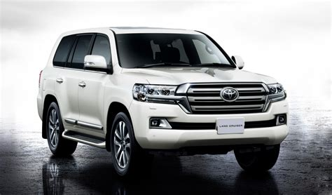 toyota land cruiser facelifted toyota land cruiser 200 unveiled in japan w