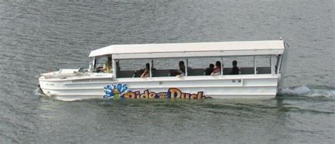 Duck Boat Rides Newport Ky by Quot Ride The Ducks Quot Boat Stalls In Ohio River The River