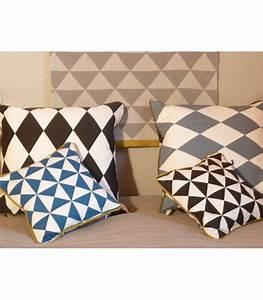 Coussin QuotLarge Geometry Cushion Petrolquot Ferm Living