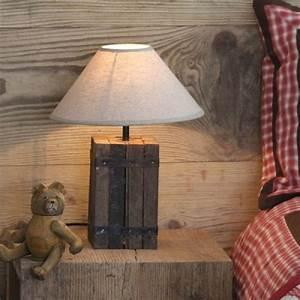 Lampe Sur Pied En Bois : pied de lampe carr bois reconstitu chalet les ~ Dailycaller-alerts.com Idées de Décoration