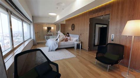 femme de chambre hotel de luxe femme matin pièce hd stock 619 575 533