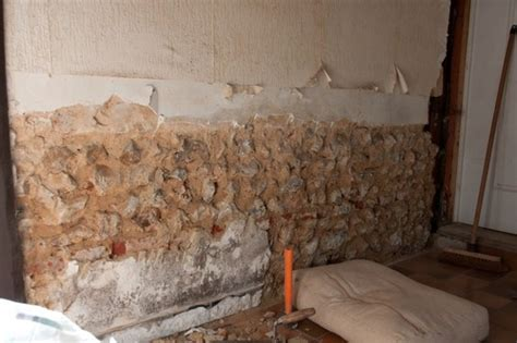 mur interieur humide que faire mur humide que faire wehomez