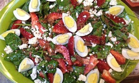 Sallatë e shpejtë me spinaq dhe vezë - Gazeta Online INSAJDERI