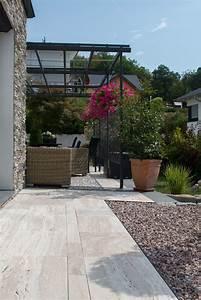 Terrassen Fliesen Großformat : modern trifft mediterran eine terrasse um den sommer zu genie en terrassenplatten aus ~ Frokenaadalensverden.com Haus und Dekorationen