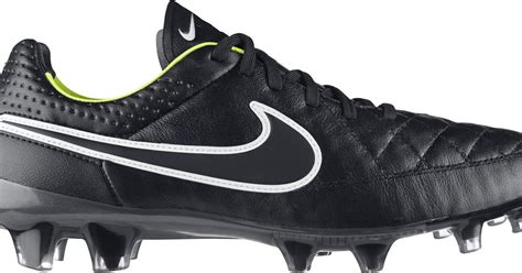 nike football unveils manchester nike tiempo legend v blackout 2014 boot released footy