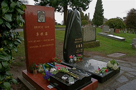 Bruce Lee & Brandon Lee, Lake View Cemetery, Seattle