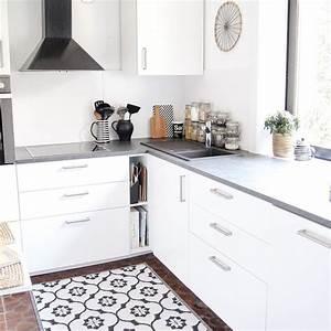 Küche Sockelleiste Eckverbindung : kleine k che mit waschmaschine einrichten arbeitsplatte k che neu bekleben pflege exklusive ~ Eleganceandgraceweddings.com Haus und Dekorationen