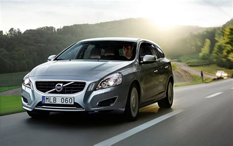 New Volvo V60 Hybrid Wallpapers And Images Wallpapers