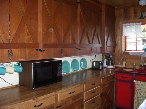 Help Sara add retro flair to her country kitchen   Retro