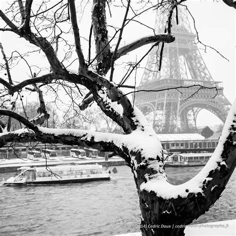 Bateau Mouche Winter by Paris Sous La Neige La Tour Eiffel Depuis Les Quais De Seine