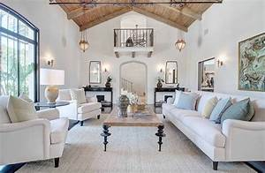 Elegant, Traditional, Style, Living, Room, Decor, With, White