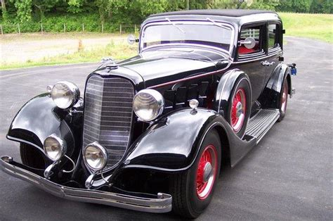 1934 Burgandy Lincoln Town Car Car Picture