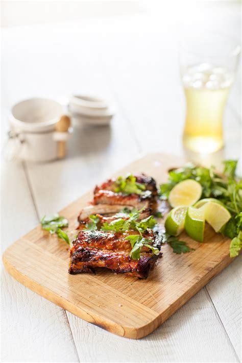 comment cuisiner des aubergines ribs marinés et grillés au bbq travers de porc sauce