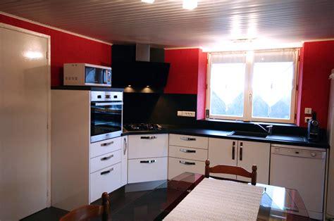 cuisine avec plaque de cuisson en angle cuisine intégrée deluxe blanc