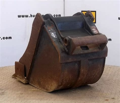 hunt tractor   class iii bobcat  change mini excavator bucket