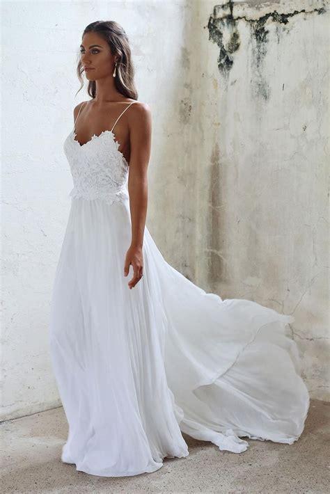 tips on choosing beach wedding dresses for destination