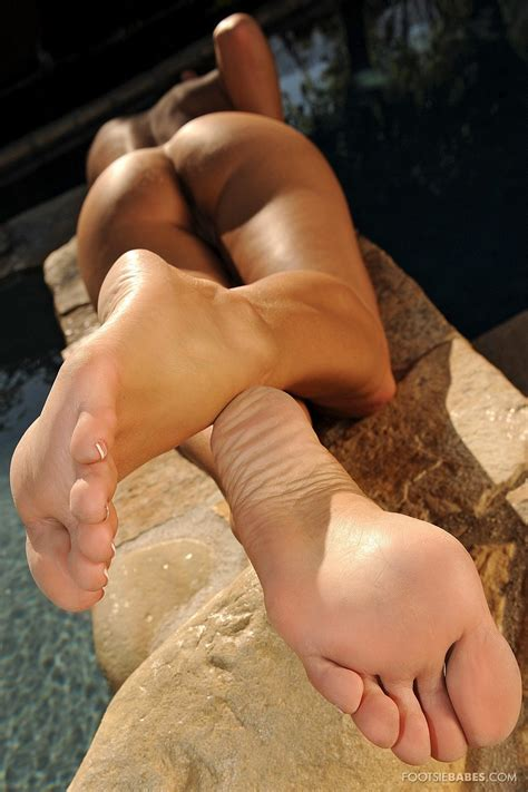 Kortney Kane Showing Off Her Perfect Sexy Feet Outdoor My Pornstar Book