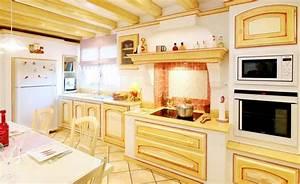 With la maison rouge perce 11 decoration cuisine style provencale