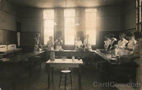 1913 Home Economics class room and students School and ...
