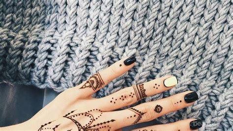 Download now 100 gambar henna tangan yang cantik dan simple beserta cara. Cara Membuat Inai Di Tangan Simple - gambar henna tangan simple dan bagus
