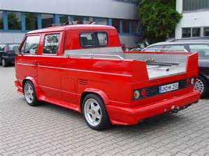 VW Bus DoKa T3 und Peugeot 204 304 Break V6 Bulli Ferrari Hotwheel ... T3
