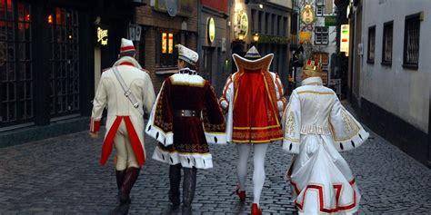 Die kölner schifffahrtsverwaltung geht von einem stopp ab spätestens. Kölner Dreigestirn der Session 2021: Prinz, Bauer und ...