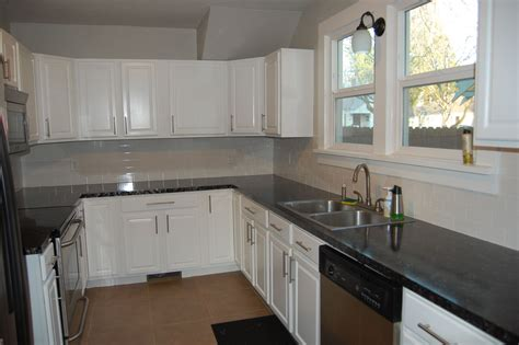 Backsplash Ideas For White Cabinets by White Kitchen Cabinets With Slate Backsplash Quicua