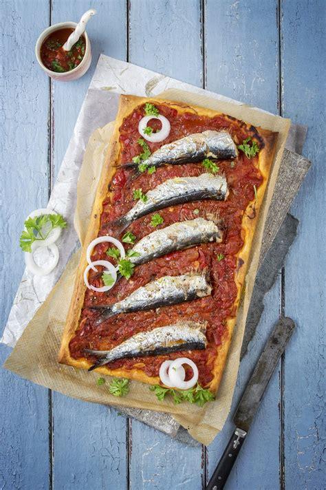 cuisiner des sardines fraiches recette tarte feuilletée tomate chorizo basilic et